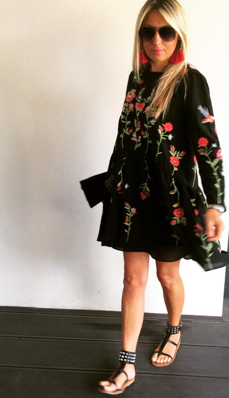 6c5b07215e121 Robe Zara Noire Fleurs Brodées